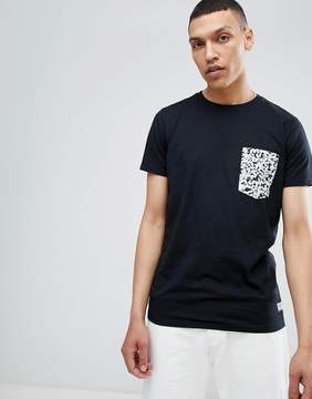 Lindbergh T-Shirt with Contrast Pocket in Black
