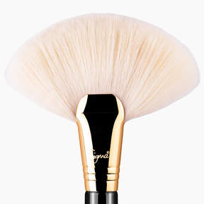 Sigma Beauty F90 Fan Brush - Black/18K Gold