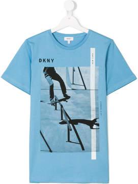 DKNY TEEN skateboarding print T-shit