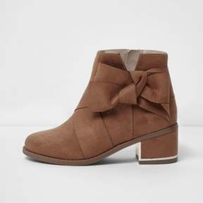 River Island Girls tan bow side block heel ankle boots