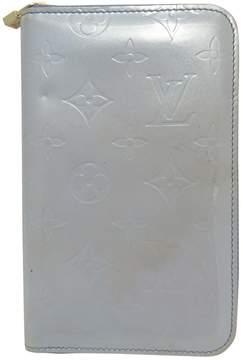 Louis Vuitton Zippy patent leather clutch