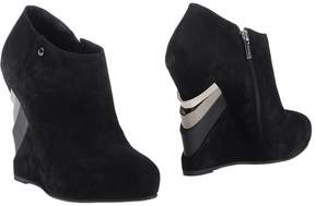 Le Silla Booties