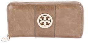Tory Burch Logo Leather Wallet - NEUTRALS - STYLE