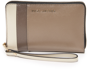 Marc Jacobs Zip Phone Wristlet - BLACK/BERRY - STYLE