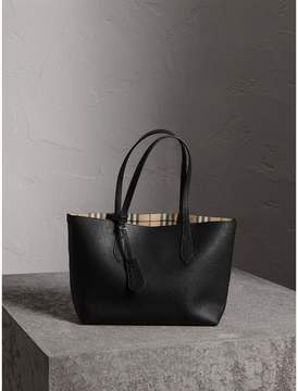 Burberry The Small Reversible Tote in Haymarket Check and Leather - BLACK - STYLE