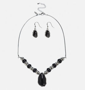 Avenue Beaded Short Pendant Necklace Earring Set