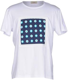 Roda AT THE BEACH T-shirts