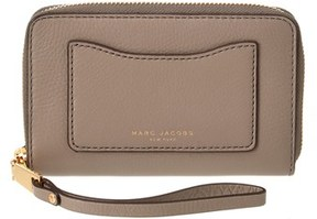 Marc Jacobs Recruit Leather Zip Around Phone Wristlet. - GRAY - STYLE