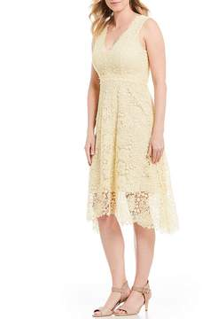 Donna Morgan V-Neck Lace Midi Dress