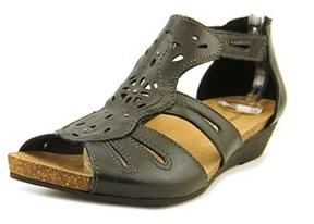 Earth Origins Hayden Open Toe Leather Gladiator Sandal.