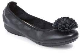 Me Too Jayna Round-Toe Flower Flats