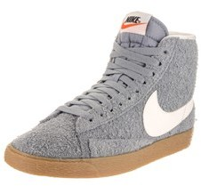 Nike Women's Blazer Mid Suede Vngt Casual Shoe.