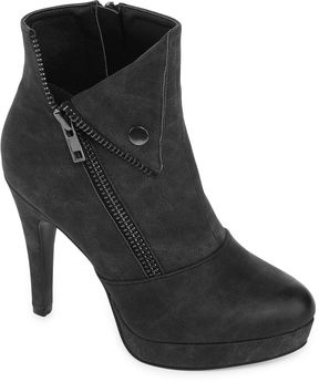 Two Lips 2 Lips Too Snapped Womens Bootie