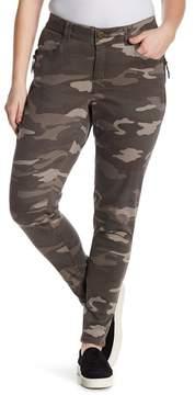 Democracy Ab Tech Zipper Hip Camo Print Jeans (Plus Size)