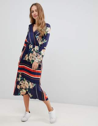 4d96e8a65f407 Liquorish midi dress with pleated skirt in floral and stripe print