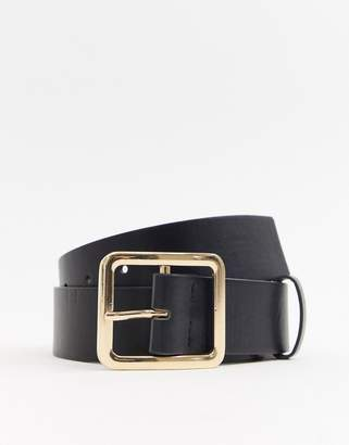 Glamorous black belt with gold square buckle