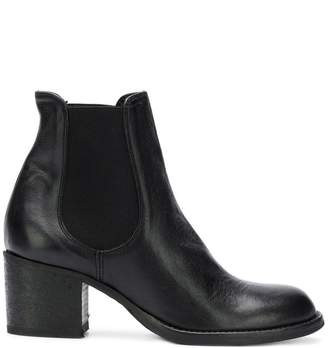 Strategia Olivin boots