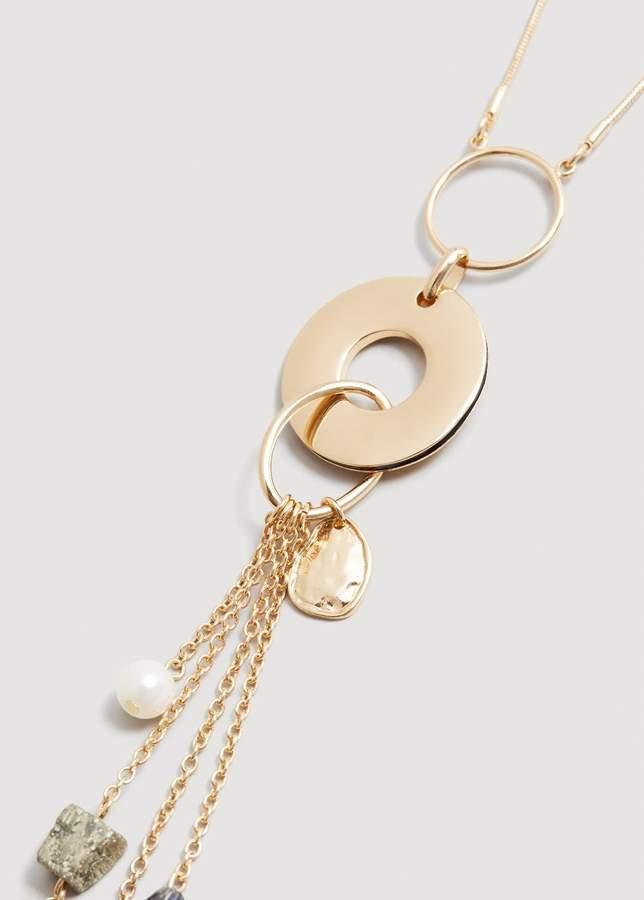 Halskette mit Metallanhängern