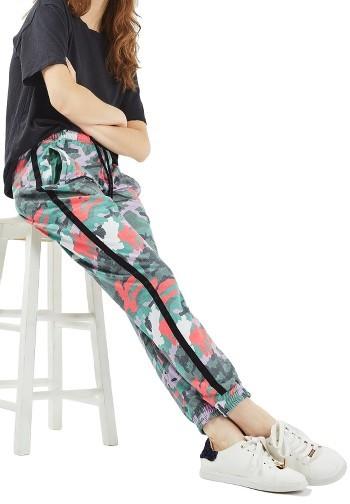 TopshopWomen's Topshop Kylie Camo Jogger Pants