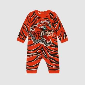 Gucci (グッチ) - 〔ベビー〕オンライン限定 タイガー ジャカード ウール スリープスーツ