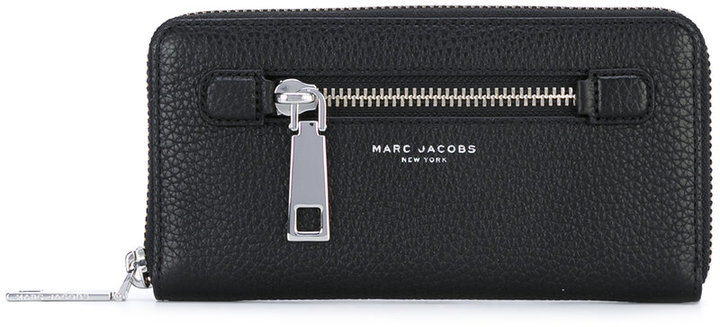 Marc Jacobs Marc Jacobs zip around purse