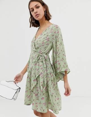 854303af32e UNIQUE21 floral kimono sleeve wrap dress