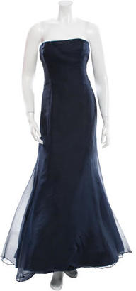 Vera Wang Strapless Organza Gown $210 thestylecure.com