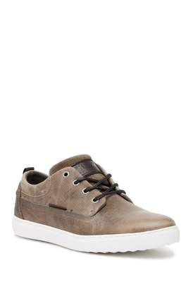 Invito Low-top Fashion Athletic Sneaker