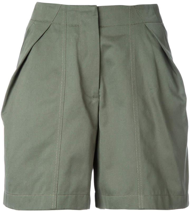 Buy Shorts mit Falten!