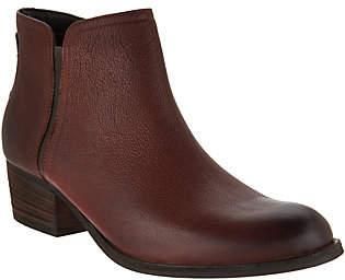 Clarks Artisan Leather Block Heel Ankle Boots -Maypearl Ramie