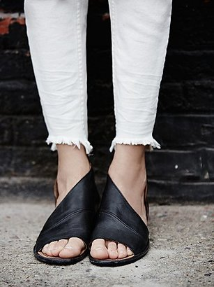 Mont Blanc Sandal by FP Collection $168 thestylecure.com