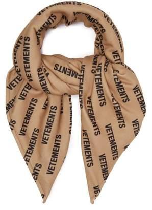 Vetements Logo Print Fleece Scarf - Mens - Beige