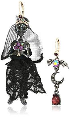 Betsey Johnson GBG) Betsey's Dark Magic Skull Bride Mismatched Earrings