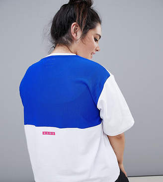 Asos 4505 CURVE Gym T-Shirt With Contrast Breathable Mesh Panel