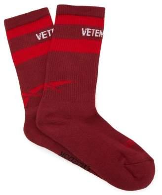 Vetements X Reebok Logo Intarsia Socks - Womens - Burgundy