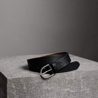 Burberry D-shaped Buckle Grainy Leather Belt