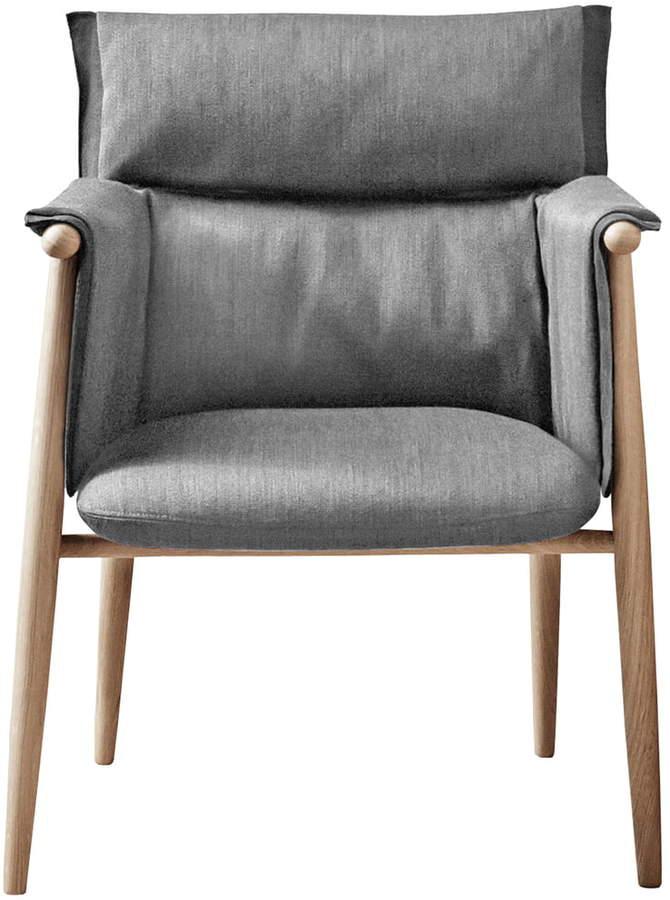 Carl Hansen - Embrace Chair, geseift / Gabriel Byron Col. 2101