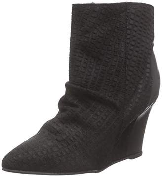 Black Lily Women's Mika Wedges Black Unlined Classics Boots and Bootees Black Size: 5
