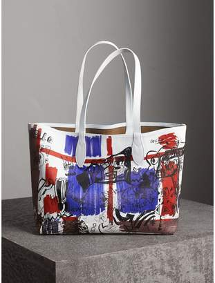 Burberry The Medium Reversible Doodle Tote
