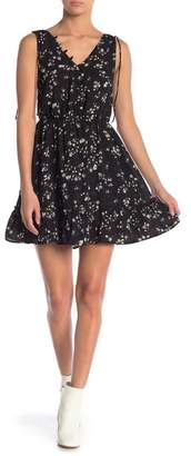 Cupcakes And Cashmere Lida Sleeveless Floral Dress