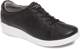 Alegria Cliq Sneaker