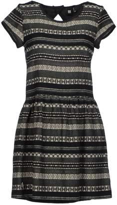 0051 Insight Short dresses