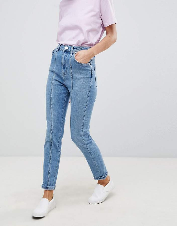 – FARLEIGH – Schmale Mom-Jeans in mittlerer Waschung mit hohem Bund und Ziernähten