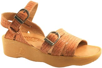 Famolare Get There Leather Wedge Sandal - Honeybuckle