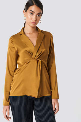 Na Kd Trend Twisted Front Blouse