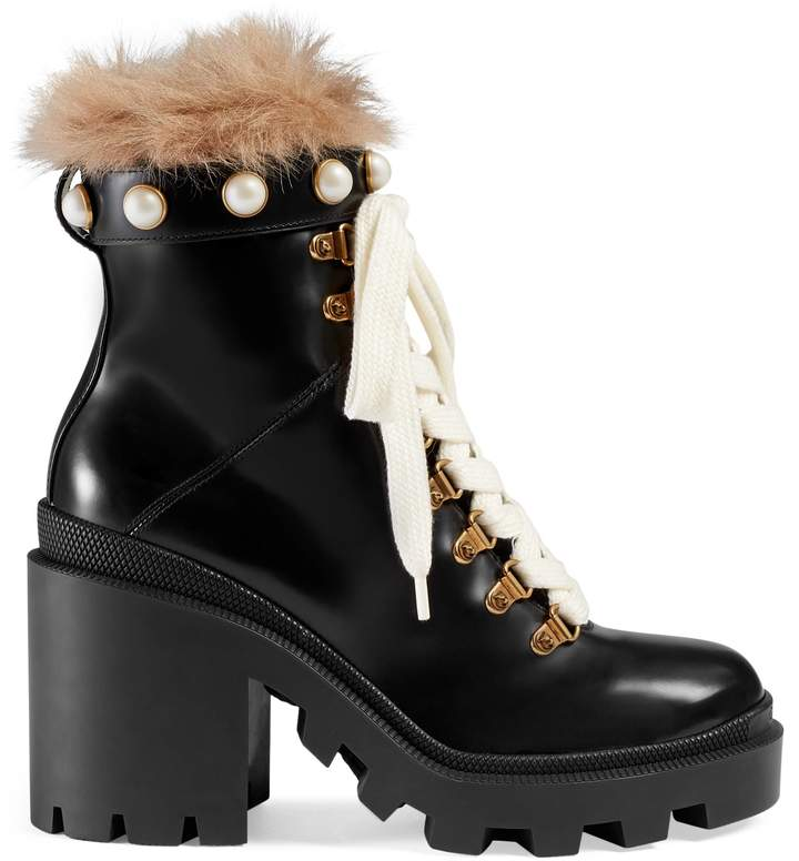 Leather ankle boot with wool