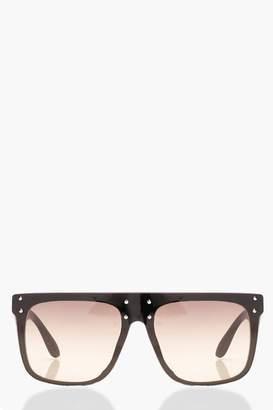9ce0cf032e at boohoo · boohoo Gradient Lens Oversized Sunglasses