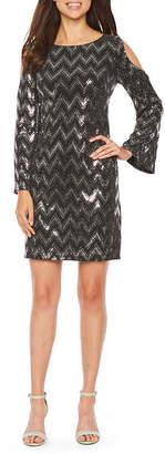 Jessica Howard Long Sleeve Cold Shoulder Chevron Print Shift Dress