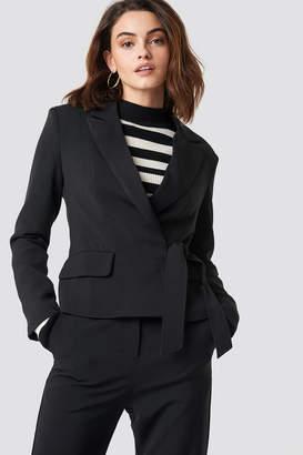 Na Kd Trend Marked Shoulder Tie Blazer Black