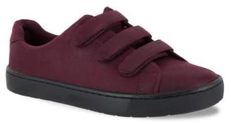 Easy Street Shoes Strive Sneaker